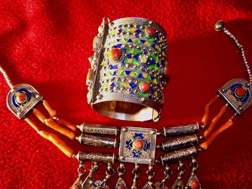 Les bijoux Kabyles ybqiphkg.jpg